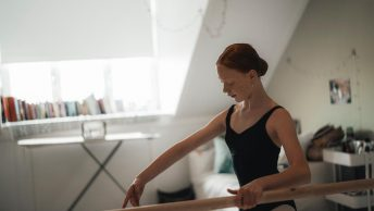Joëlle Rayer tijdens Ballet Online | Studio Simoncini. Foto: DHC/Brian Mul