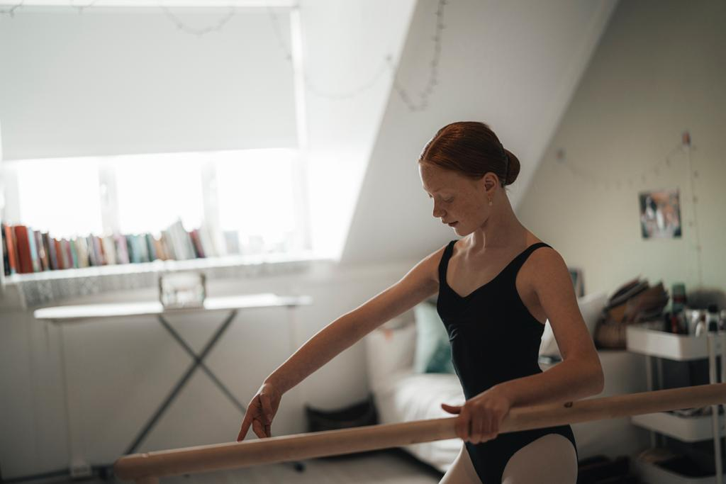 Joëlle Rayer tijdens Ballet Online | Studio Simoncini. Foto: DHC/Brian Mul